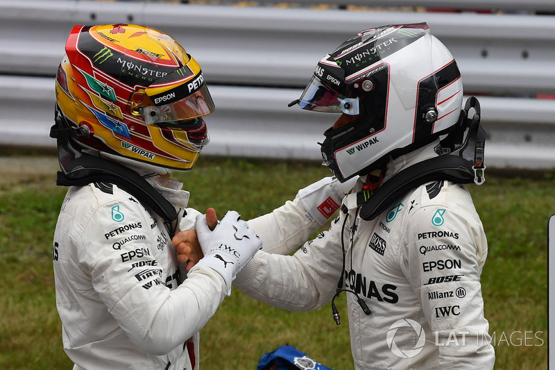 Pole sitter Lewis Hamilton, Mercedes AMG F1 and Valtteri Bottas, Mercedes AMG F1 celebrate in parc f