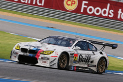 #7 BMW Team Studie BMW M6 GT3: Jorg Muller, Seiji Ara