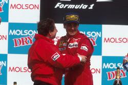 Podium : le vainqueur Jean Alesi, Ferrari, Jean Todt