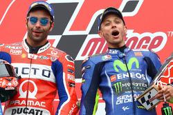 Podium: second place Danilo Petrucci, Pramac Racing, Race winner Valentino Rossi, Yamaha Factory Racing