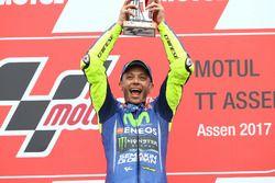 Подиум: победитель Валентино Росси, Yamaha Factory Racing