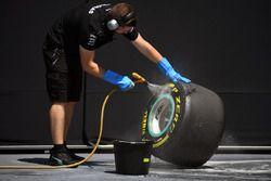 Mercedes AMG F1 mechanic cleans Pirelli tyre