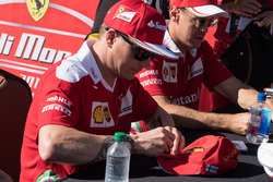Kimi Raikkonen, Ferrari; Sebastian Vettel, Ferrari