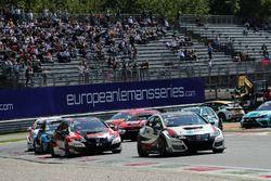 Roberto Colciago, M1RA, Honda Civic TCR leads