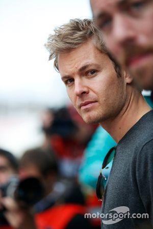 Nico Rosberg visita el paddock