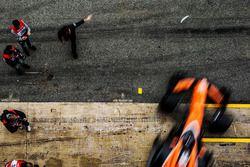 Fernando Alonso, McLaren MCL32 sale de pits