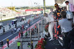Lewis Hamilton, Mercedes AMG F1 and Daniel Ricciardo, Red Bull Racing celebrate on the podium with t