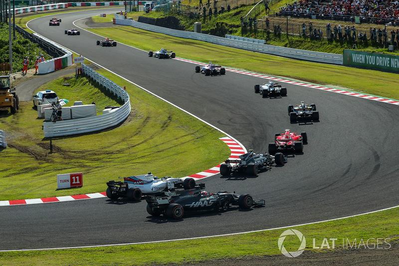 Romain Grosjean, Haas F1 Team VF-17 e Lance Stroll, Williams FW40 lottano per la posizione alla partenza