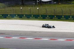 Lewis Hamilton, Mercedes AMG F1 W08, runs off into a gravel trap in FP2
