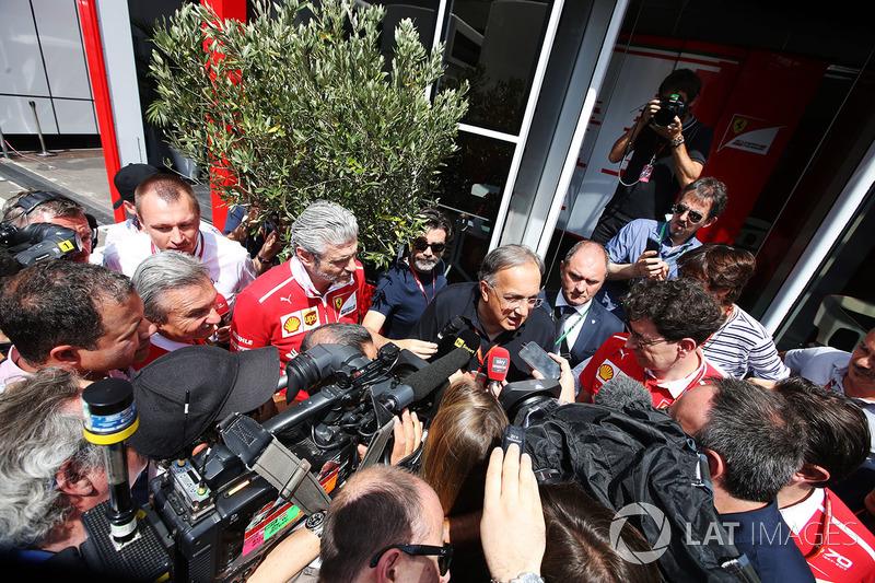 Sergio Marchionne, CEO, Fiat Chrysler ve Ferrari, Maurizio Arrivabene, Takım Patronu, Ferrari