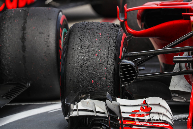 Llantas Pirelli de Sebastian Vettel, Ferrari SF70H en parc ferme