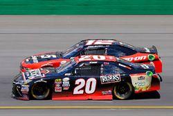 Erik Jones, Joe Gibbs Racing Toyota and Ryan Blaney, Team Penske Ford
