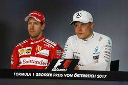 Persconferentie: tweede plaats Sebastian Vettel, Ferrari en winnaar Valtteri Bottas, Mercedes AMG F1