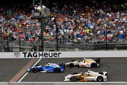 Takuma Sato, Andretti Autosport Honda, Helio Castroneves, Team Penske Chevrolet, Ed Jones, Dale Coyn
