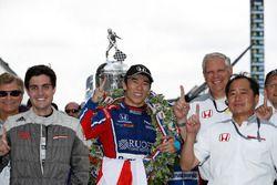 1. Takuma Sato, Andretti Autosport, Honda, mit Art St Cyr, Honda