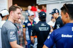 Stoffel Vandoorne, McLaren, Pascal Wehrlein, Sauber