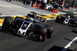 Romain Grosjean, Haas F1 Team VF-17, Kevin Magnussen, Haas F1 Team VF-17