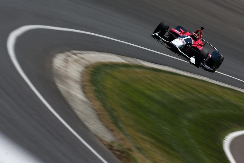 Oriol Servia probando el Honda IndyCar 2018