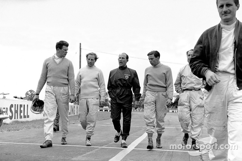 1961, Tim Parnell, Innes Ireland, Stirling Moss, Jim Clark, Jack Fairman and Lucien Bianchi walk to the start line