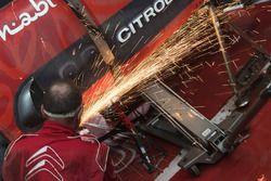 Meccanici Citroën al lavoro