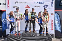 Podium: racewinnaar Robert Megennis, Team Pelfrey, tweede plaats Oliver Askew, Cape Motorsports, der
