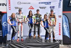 Podio: ganador de la carrera Robert Megennis, Team Pelfrey, segundo lugar Oliver Askew, Cape Motorsports, tercer ugar Rinus van Kalmthout, Pabst Racing