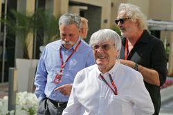 Берни Экклстоун, председатель Formula One Group Чейз Кэри и Флавио Бриаторе