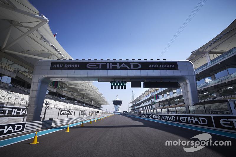 В начале ноября 2012 года Формула 1 приехала на ультрасовременный автодром «Яс-Марина» в Абу-Даби. В том сезоне он занимал непривычное для себя место в календаре – после Гран При Абу-Даби должно было состояться еще целых два этапа
