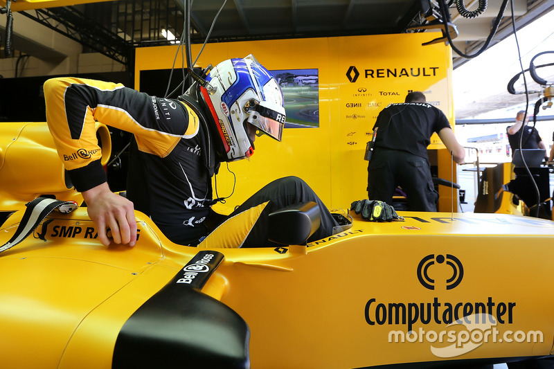 Sergey Sirotkin (RUS) Renault Sport F1 Team   11.11.2016. Formula 1 World Championship, Rd 20, Brazilian Grand Prix, Sao Paulo, Brazil, Practice Day. - www.xpbimages.com, EMail: requests@xpbimages.com - copy of publication required for printed pictures. Every used picture is fee-liable. © Copyright: Charniaux / XPB Images