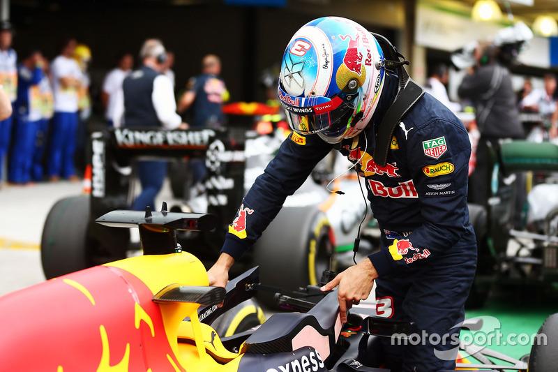 Daniel Ricciardo, Red Bull Racing RB12 en parc ferme