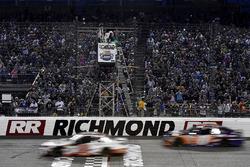 Мэтт Кенсет, Joe Gibbs Racing Toyota и Кайл Буш, Joe Gibbs Racing Toyota