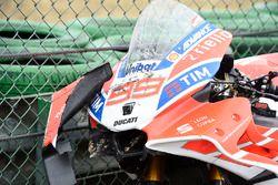 La moto endommagée de Jorge Lorenzo, Ducati Team