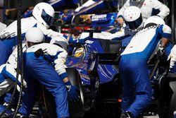 Arrêt au stand de Marcus Ericsson, Sauber C36