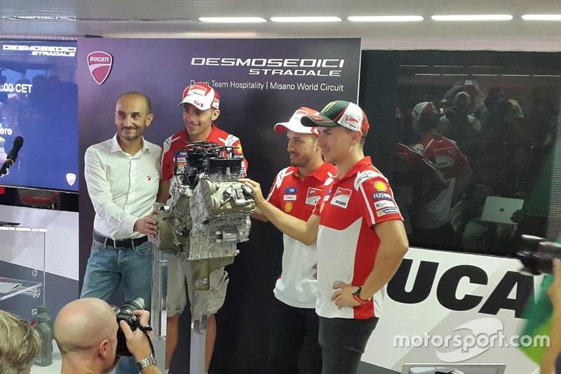 L'A.D. Ducati Claudio Domenicali con i piloti Jorge Lorenzo, Andrea Dovizioso e Michele Pirro presentano il V4 della Desmosedici Stradale