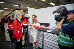 William de Braekeleer, jefe de Honda Motor Europe con Tiago Monteiro, Honda Racing Team JAS