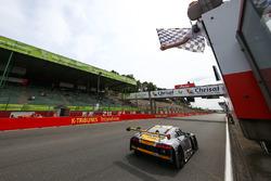 Les vainqueurs #17 Team WRT Audi R8 LMS: Stuart Leonard, Robin Frijns