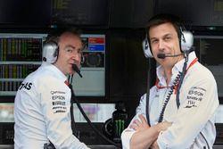 Paddy Lowe, Directeur Exécutif Mercedes AMG F1, Toto Wolff, Directeur Exécutif Mercedes AMG F1