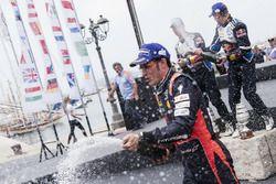 Thierry Neuville, Nicolas Gilsoul, Hyundai i20 WRC, Hyundai Motorsport podyumda