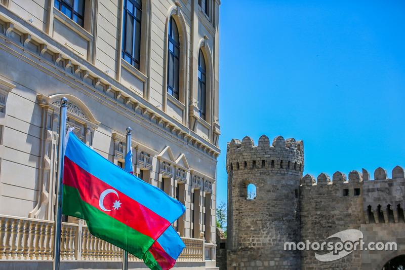 Прапор Азербайджану в повороті 11