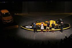 David Croft, Sky Sports, la surfeuse Ellie Jean Coffey, Jolyon Palmer, Renault Sport F1 Team, Kevin Magnussen, Renault Sport F1 Team et Cyril Abiteboul, directeur de Renault Sport F1
