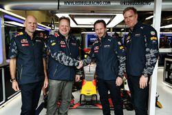 Adrian Newey, director técnico de Red Bull Racing, Andy Palmer, Director Ejecutivo de Aston Martin,