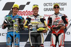 Podium: racewinnaar Thomas Lüthi, Interwetten, tweede plaats Franco Morbidelli, Marc VDS, derde plaa