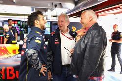 Dietrich Mateschitz, propriétaire de Red Bull avec le Dr Helmut Marko, consultant Red Bull Motorsport et Daniel Ricciardo, Red Bull Racing