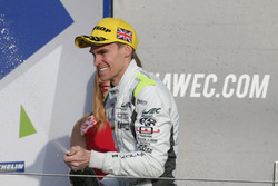 Oliver Webb, Bykolles Racing viert feest op het podium