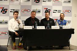Jimmy Small, Jay Frye, Craig Floss, Tony Kanaan, Chip Ganassi Racing Chevrolet