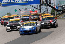 ST inicio: #25 Freedom Autosport Mazda MX-5: Stevan McAleer, Chad McCumbee líder