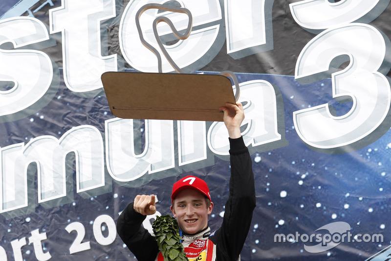 Podio: il vincitore della gara Joel Eriksson, Motopark Dallara F316 – Volkswagen