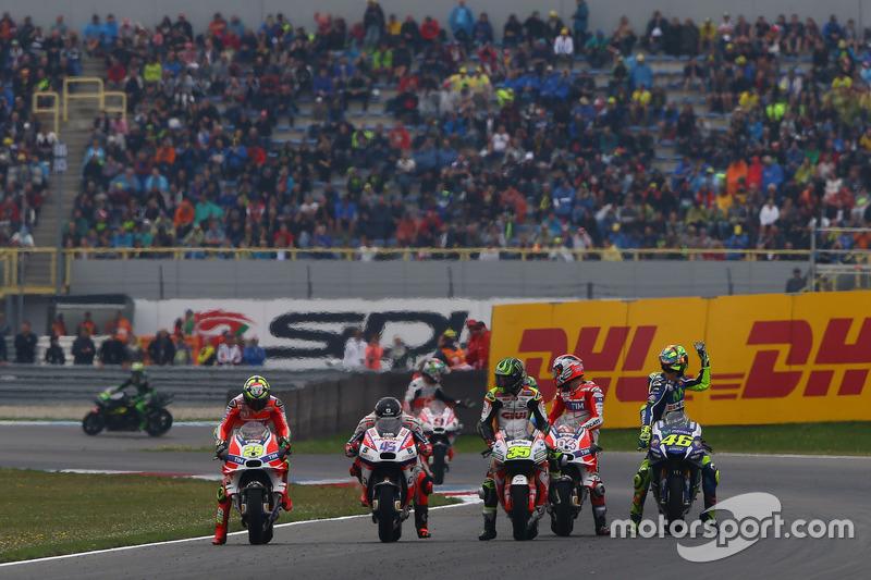 Andrea Iannone, Ducati Team; Scott Redding, Pramac Racing; Cal Crutchlow, Team LCR, Honda; Andrea Dovizioso, Ducati Team; Valentino Rossi, Yamaha Factory Racing