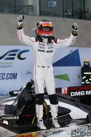 #1 Porsche Team Porsche 919 Hybrid: Timo Bernhard au parc fermé