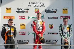 Podyum: 2. Joseph Mawson, Van Amersfoort Racing; 1. Mick Schumacher, Prema Powerteam; 3. Jannes Fitt